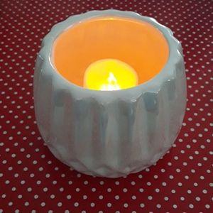 Irredecsint white candle holder